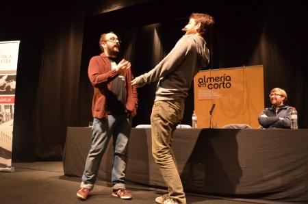 Borja Cobeaga y Gorca Otxoa nos enseñan a hacer 'La Cobra'